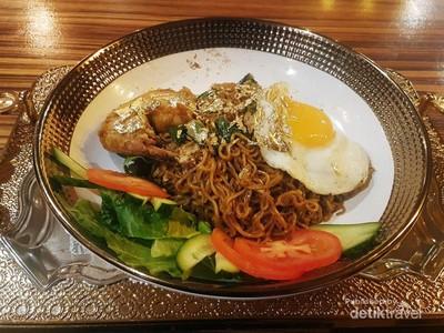 Sungguh Nyata! Makanan Berlapis Emas di Dubai