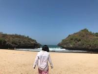 Menyelurusi keperawanan Pantai Sedahan