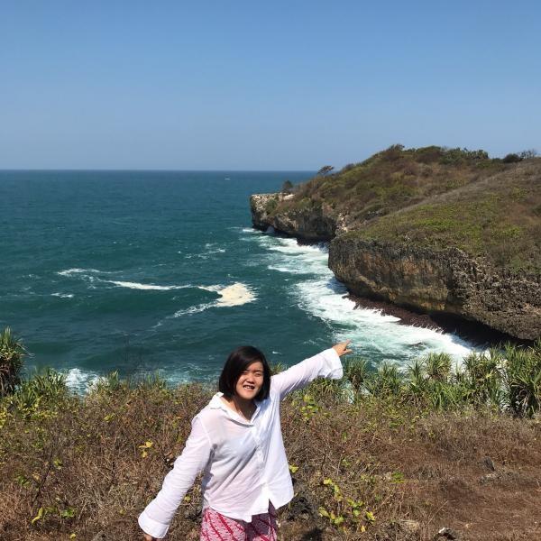 Menikmati bahari Pantai Sedahan dari puncak bukit