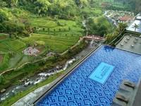 Pemandangan dari lantai 7 di salah satu hotel bintang lima di Puncak