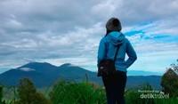 Jawa Timur memiliki deretan pegunungan yang indah, jangan lewatkan keindahannya saat berada di pendakian Kawah Ijen.