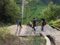 Perjalanan menuruni ratusan anak tangga menuju Kampung Naga