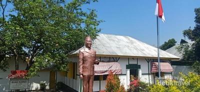 Mengunjungi Rumah Pengasingan Bung Karno di Ende