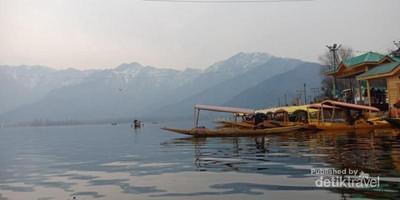 Mungkin Inilah Danau Terindah di Kaki Himalaya