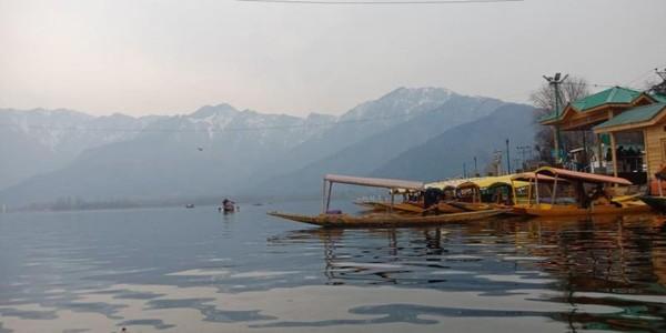 Keindahan Danau Dal dan  Rumah Perahunya