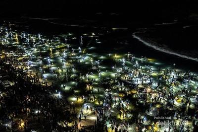 Keindahan Pantai Seger Saat Festival Bau Nyale
