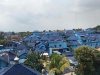 Kampung Biru Arema, berada di Kelurahan Kidul Dalem. Dipisahkan oleh jalan raya dan jembatan Provinsi dengan Kampung Warna yang lain. Seluruh bangunan lebih didominasi warna biru.