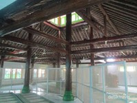 Bangunan utama masjid yang masih asli. (Foto: Satrio Mur Bayu)