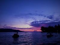 Petang menjelang malam dengan keindahan langitnya.