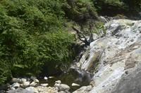 Air yang mengalir mengandung belerang, sehingga tidak dapat diminum.