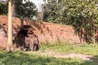 Jebolan Pecinan, saksi sejarah peristiwa Geger Pecinan yaitu pemberontakan orang Tionghoa bersama masyarakat anti VOC di tahun 1740, terletak di selatan Benteng Sri Menganti.
