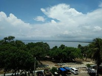 Pemandangan Pantai Barat dilihat dari sebuah hotel
