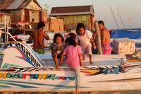 My Home is My Playgorund : Anak-anak Pulau Badi bermain di bibir pantai saat sore