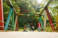 Di Jembatan Pelangi yang berlokasi di Desa Pattanateang, Tompobulu, Bantaeng