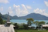 Pemukiman di sekitar Danau Sano Nggoang