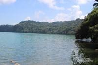 Gereja tua yang menemani ketenangan Danau Sano Nggoang