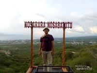 Salah satu spot foto favorit di taman edukasi gong perdamaian Palu.