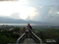 Salah satu spot terbaik untuk memandang teluk Palu.