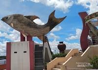 Ikan Jelawat, merupakan ikon kota Sampit.