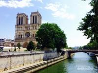 Notre Dame de Paris yang tengah direnovasi setelah insiden kebakaran pada bulan April 2019