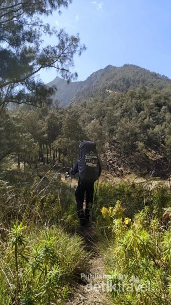Foto saya sebelum summit attack ke Puncak Arjuno (3339 mdpl) yang menampang megah di depan saya.