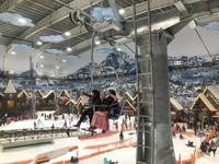 Badan terikat demi memompa adrenalin di wahana Zorb Ball Trans Snow World Bekasi