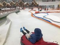 Siap meluncur di wahana Racer Sledge Trans Snow World Bekasi