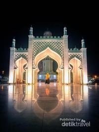 Gerbang Masjid Raya