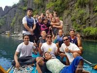 Sesi Foto grup Di Twin Lagon bersama teman-teman seperjalanan diantaranya berasal dari Filipina, China , dan California.