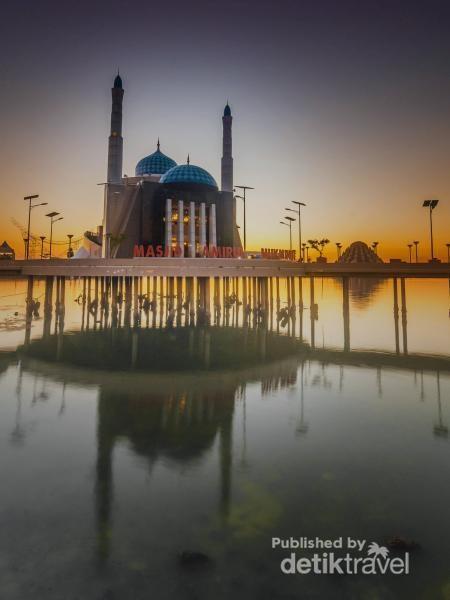 masjid Amirul Mukminin saat senja