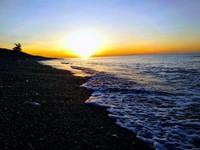 Pantai Siyafu suasananya begitu tenang dan teduh, cocok buat kalian yang ingin menikmatinya seorang diri.