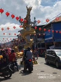 Tugu Naga sebagai pemberhentian terakhir arak-arakan Tatung
