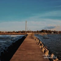 Pantai di Cilacap, ada yang tahu namanya?
