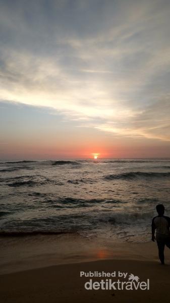 Menikmati Senja yang Indah di Pantai Sundak gunung Kidul
