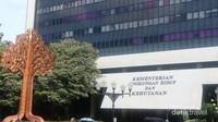 Arboretum ini terletak di kompleks Kementerian Lingkungan Hidup dan Kehutanan