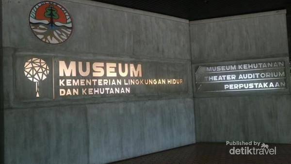 Museum Kehutanan terletak di kompleks Kementerian Lingkungan Hidup dan Kehutanan