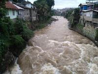 Ciliwung dari Jembatan Pemuda Desa Pulo Geulis melalui Jalan Riau di belakang Terminal Baranangsiang