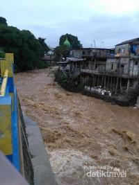 Ciliwung dari Desa Babakan Peundeuy Kota Bogor