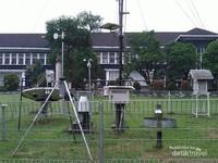 Automatic Weather Station IPB Baranangsiang guna mengukur Curah Hujan dan unsur cuaca lainnya seperti Suhu, Kelembaban, Angin
