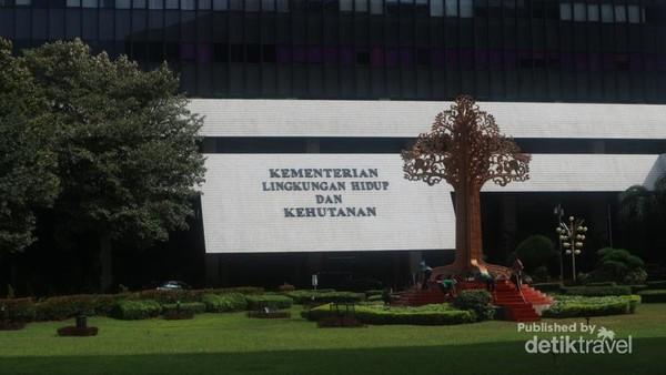 Arboretum atau taman hutan kota terletak di kompleks Kementerian Lingkungan Hidup dan Kehutanan