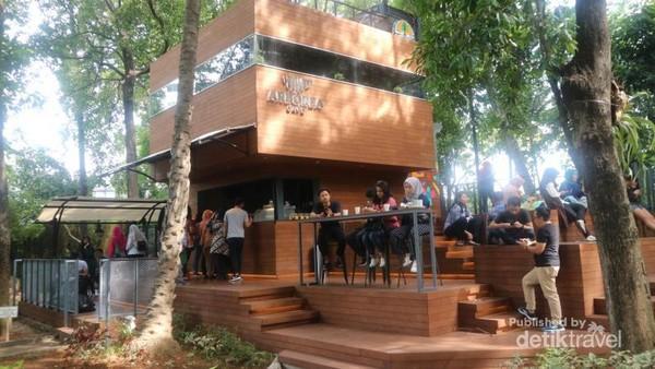 Arborea cafe, yang terletak di tengah kawasan arboretum Ir. Lukito Daryadi, M,Sc yang ada di kompleks Kementerian Lingkungan Hidup dan Kehutanan