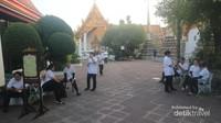 Bahkan kamu juga bisa menikmati layanan Thai Massage di Wat Pho