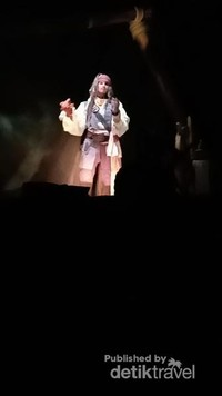 Jack Sparrow yang akan memandu kita selama perjalanan