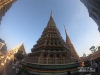 Setiap pagoda memiliki ketinggian 64 meter