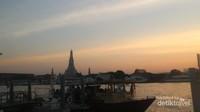 Kemegahan Wat Arun dari kejauhan