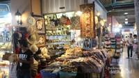 Kita juga bisa berbelanja aneka souvenir di Asiatique