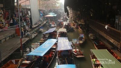 Pasar Apung Tertua di Thailand yang Ikonik