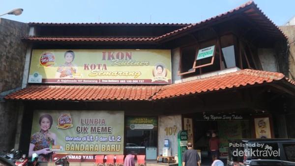 Lunpia Cik Meme berlokasi di Jl. Gajahmada, Semarang