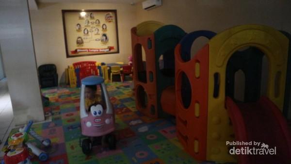 Si kecil tidak akan rewel, karena tersedia area play ground di lantai 2