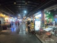 Deretan cafe dan restaurant di Asiatique